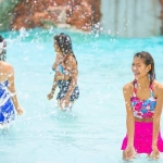 罗摩衍那水上乐园 . 镶嵌在青山绿水中的欢乐水世界